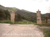 Castell de Vilar - Porta d'entrada a la finca on hi ha el castell.