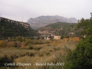 Castell d'Espases-Des del lloc on hem aparcat el cotxe: vista de la carretera C-55, l'antic balneari de La Puda (abandonat) , i al fons la muntanya de Montserrat.