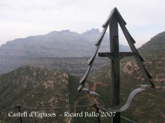 Des de Sant Salvador de les Espases: al fons, Montserrat.