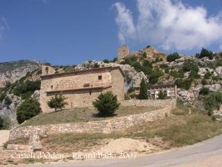 Castell d'Odèn. Aquí tenim tots els elements de la nostra història d'avui: L'ermita de Santa Cecília, el cementiri i el castell al cap damunt ...
