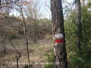 Clot dels nens xics - senyal als arbres.
