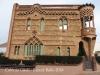 Aquest edifici, obra de Joan Rubió i Bellver, deu el seu nom al sr. Espinal, encarregat de l'administració de l'empresa. És l'habitatge de més qualitat de la Colònia.