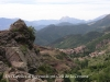 Del Ripollès al Berguedà pel Coll de la Creueta. La població que apareix a la fotografia és Castellar de n\'Hug. Al fons de la imatge,  l\'inconfusible Pedraforca.