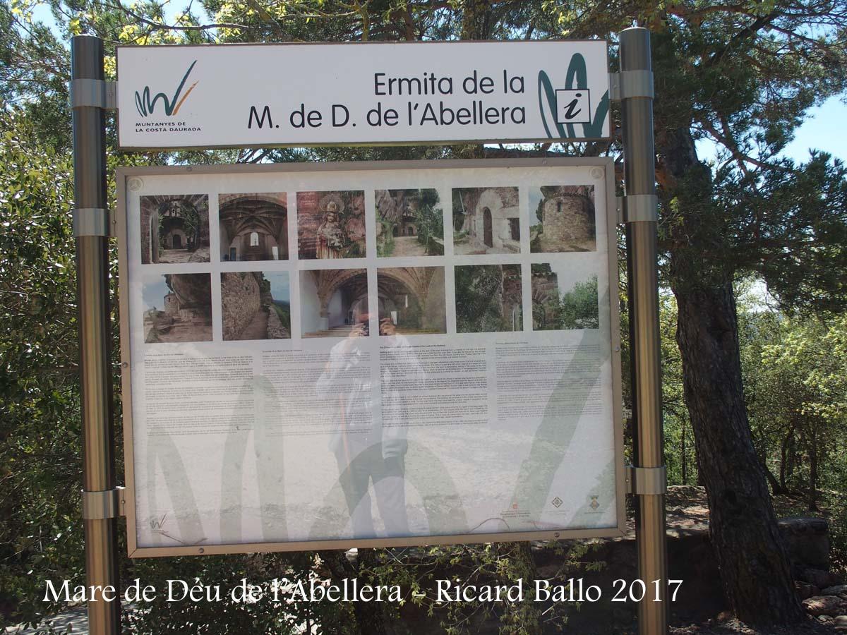 Ermita de la Mare de Déu de l'Abellera – Prades - Plafó informatiu situat a la vora de l'església