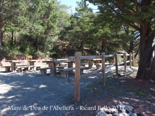 Ermita de la Mare de Déu de l'Abellera – Prades - Zona de pícnic