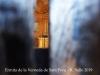 Ermita de la Verneda de Sant Ponç – Sant Sadurní d'Osormort - Com fem en altres ocasions, introduïm de manera força precària l'objectiu de la màquina de fotografiar en qualsevol obertura, per minsa que sigui, per tal d'obtenir una mínima informació gràfica de l'interior d'algunes de les esglésies que visitem, si això és viable. En aquest cas concret no ens ha estat possible ampliar la informació d'aquesta església, donat el poc espai que hi havia, i que no obstant, deixa entreveure una bonica decoració.