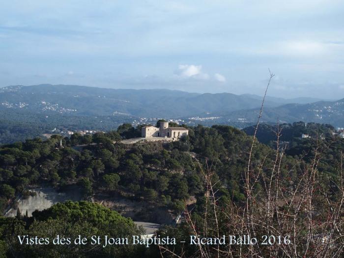 Vistes des de l'Ermita de Sant Joan Baptista – Blanes - Les edificacions que hi apareixen, són la torre i l'església de Santa Bàrbara