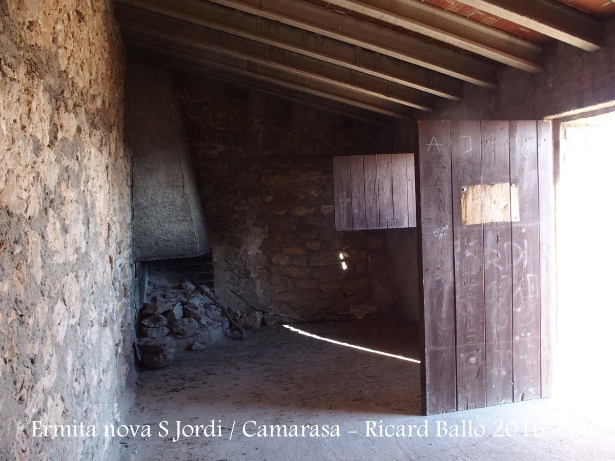 Ermita NOVA de Sant Jordi - Camarasa - Interior del refugi (?)