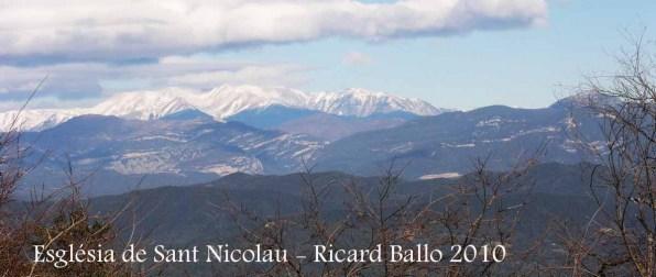 Vistes des de l'Ermita de Sant Nicolau – Sant Miquel de Campmajor - Al fons la muntanya del Canigó. Finals de gener de l'any 2010.