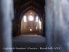 Església de Sant Domènec – Cervera - Fotografia obtinguda introduint l'objectiu de la màquina de retratar a través d'una escletxa que hi ha a la porta de fusta d'entrada a l'església