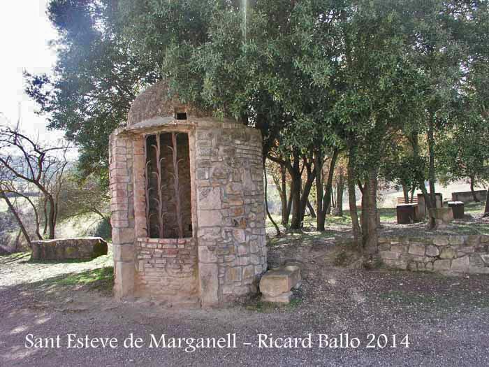 Església de Sant Esteve de Marganell - Pou.