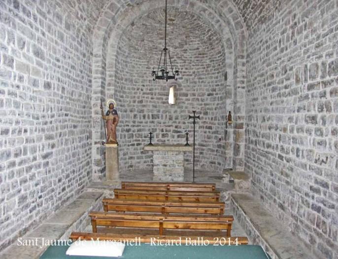 Església de Sant Jaume de Marganell – Castellbell i el Vilar - Interior. Hem fet aquesta fotografia introduint l'objectiu de la càmera a través d'una de les dues petites obertures que hi ha a la porta d'entrada, enfocant intuïtivament, doncs l'interior està completament fosc.