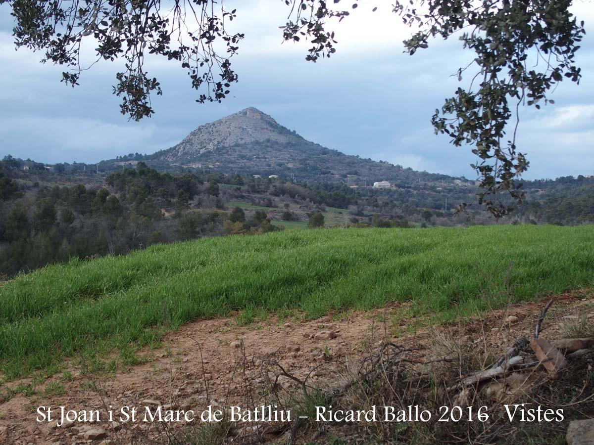 Vistes des de l'Església de Sant Joan i Sant Marc de Batlliu – Artesa de Segre - Al fons, la muntanya de Montmagastre