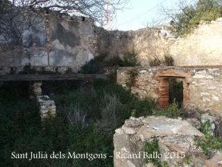 Església de Sant Julià dels Montgons – La Canonja - Restes d'edificacions al costat de l'església