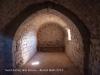 Església de Sant Llorenç dels Porxos – Castellar del Riu - Fotografia de l'interior de la capella, obtinguda introduint l'objectiu de la màquina de fotografiar a través de la petita obertura de la porta d'entrada.