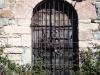 Església de  Sant Mamet – Bellver de Cerdanya - Com es pot comprovar, la porta d'entrada, no sembla molt transitada ...