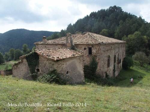 Mas de Boatella – Borredà - En primer terme, la capella privada del mas.