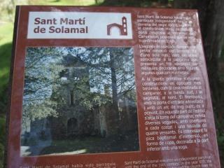 Plafó informatiu situat al davant de l\'Església de Sant Martí de Solamal – La Vall de Bianya