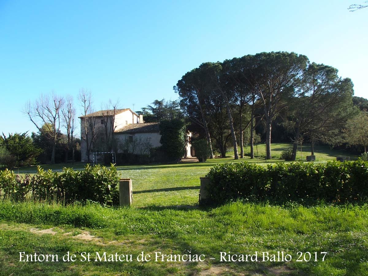 Església de Sant Mateu de Franciac – Caldes de Malavella - Entorn