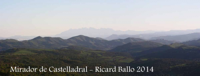 Vistes des del mirador de l'església de Sant Miquel de Castelladral – Navàs - Al fons s'endevina, més que no pas es veu, la muntanya de Montserrat.