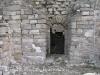 Església de Sant Pere de Les Roques – Santa Coloma de Queralt - Porta d\'entrada que des de l\'exterior permetia l\'accés a la cambra on hi ha la cripta i on s\'hi han trobat els sarcòfags.