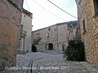 Montfalcó Murallat - Plaça.