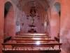 Església de Sant Pere de Sarraïma - Fotografia obtinguda a traves d'una petita finestra que permet veure l'interior des de fora.
