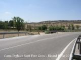 Camí a Sant Pere Gros - Cervera. Vista del lloc on abandonem la carretera L-214 i continuem pel camí de terra que es veu a l'esquerra.