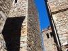 A l'esquerra de la fotografia apareix la torre d'Osor, també coneguda com Torre de la Presó / Torre de Medinacelli / Torre de Recs - A la dreta veiem la torre del campanar de l'Església de Sant Pere – Osor