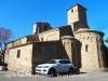 """Església de Sant Pere – Ullastret - Fem constar que el cotxe que """"malmet """" la vista de l'església, no és nostre. Malauradament, l'aparcament de vehicles al davant d'aquestes boniques edificacions, trenca l'harmonia del conjunt ..."""
