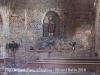 Església de Sant Ponç d'Aulina – La Vall de Bianya - Fotografia de l'interior de l'església obtinguda de forma precària, introduint l'objectiu de la màquina de fotografiar a través d'un vidre trencat d'una finestra.