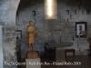 Església de Sant Quintí – Vall d'en Bas - Fotografia de l'interior de l'esglesieta, obtinguda de manera força precària, introduint l'objectiu de la màquina de fotografiar a través del petit descosit que té una tela metàl·lica que protegeix l'obertura d'una finestra de la façana davantera.