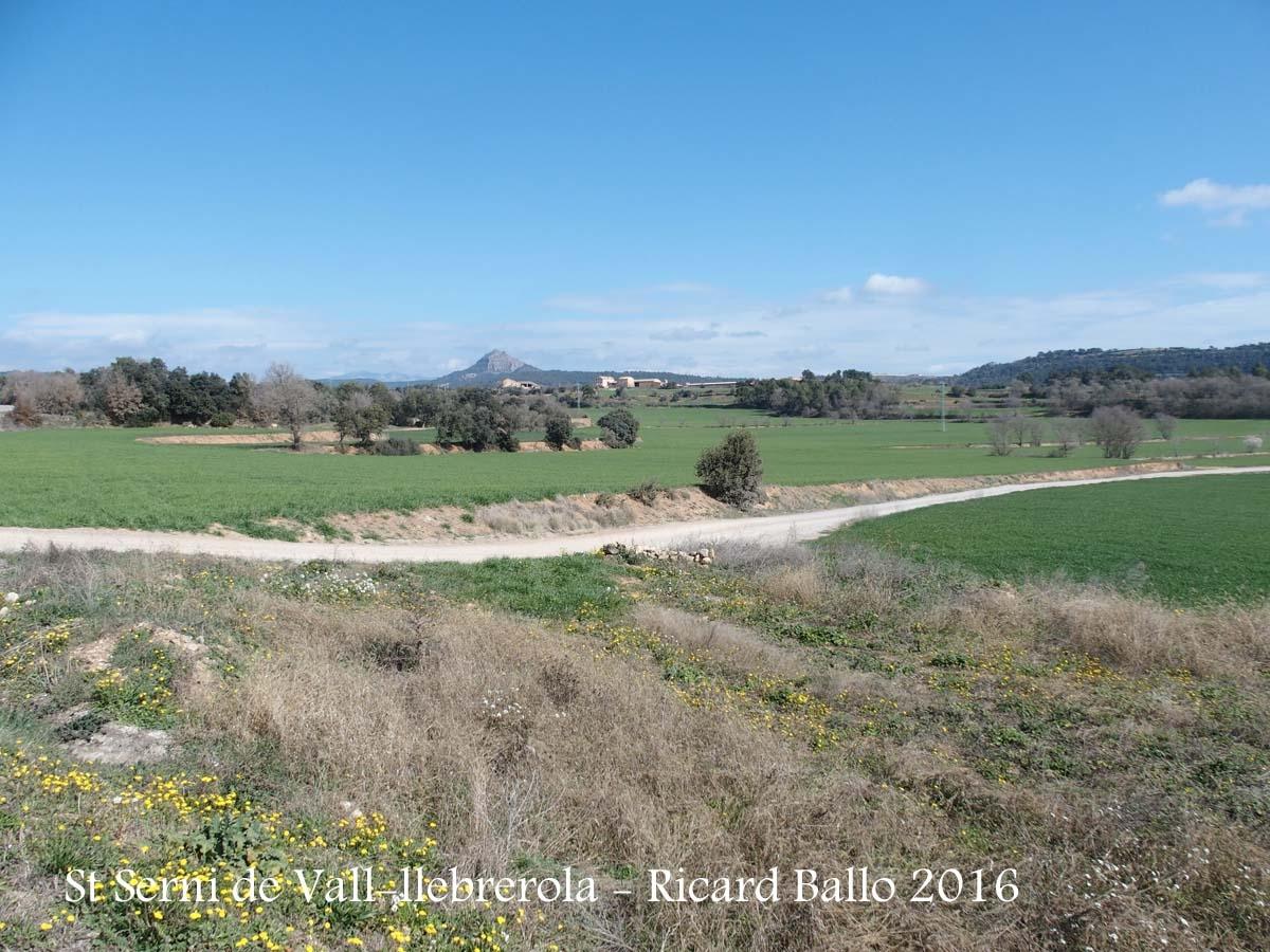 Vistes des de l'Església de Sant Serni de Vall-llebrerola – Artesa de Segre - Al fons el pic de Montmagastre
