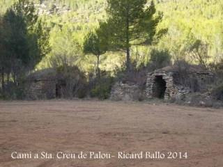 Camí a l'Església de Santa Creu de Palou – Mura - Cabanes de camp.