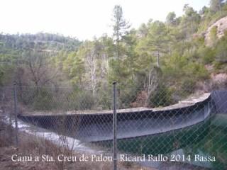 Camí a l'Església de Santa Creu de Palou – Mura - Bassa artificial d'aigua.