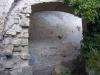Església de Santa Creu de Palou – Mura - Recinte del cementiri - Porta d\'entrada lateral a l\'església - Sembla que les dovelles han desaparegut.