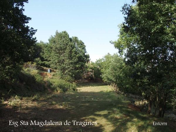 Església de Santa Magdalena de Tragines – La Coma i La Pedra - Vistes, entorn.