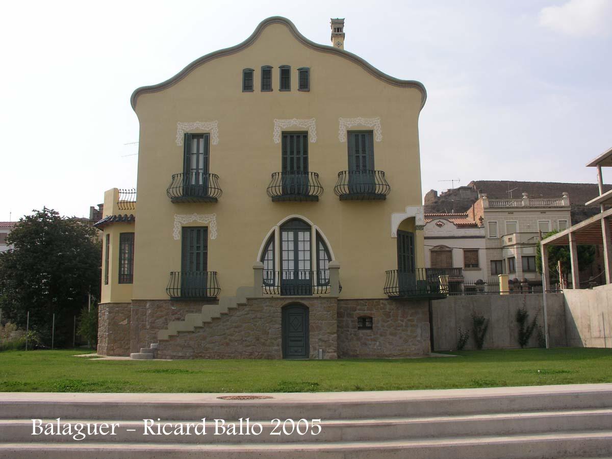 Balaguer - El Xalet Montiu - Representa l'inici de l'estil modernista a la ciutat de Balaguer