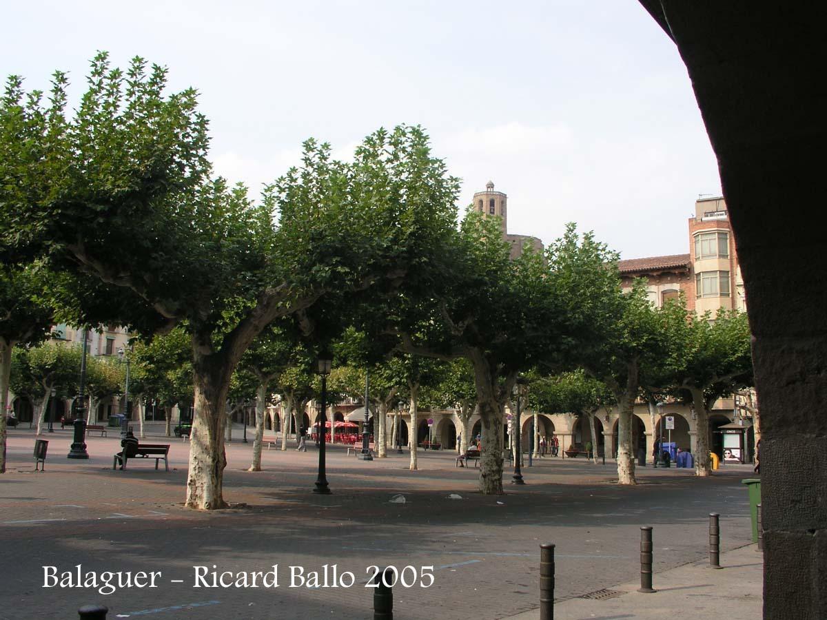 Balaguer - Plaça del Mercadal, la plaça porticada més gran de Catalunya