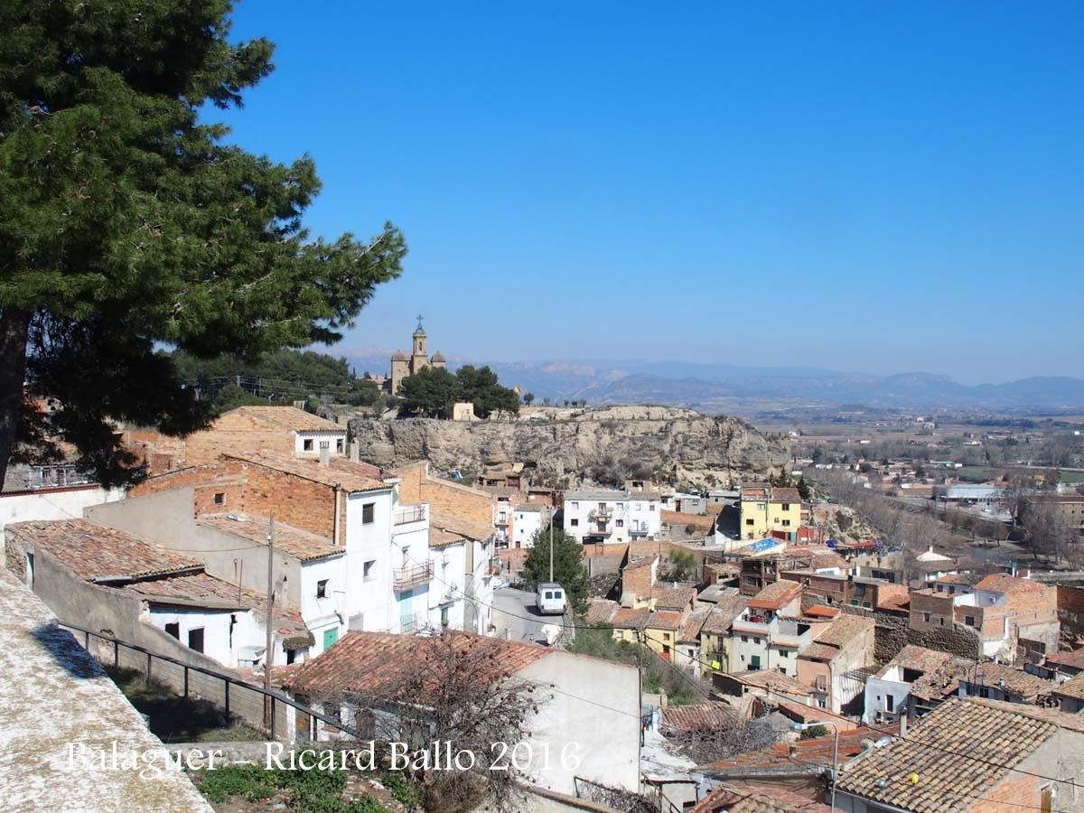 Vista de Balaguer des de l'Església de Santa Maria - Al fons apareix el Santuari del Sant Crist