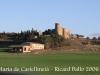 Vistes del castell de Castellmeià. A l\'esquerra, mig amagada, l\'església de Santa Maria de Castellmeià.