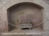 Església de Santa Maria de l'Alba – Manresa - Claustre de la Seu construït al segle XVIII, d'estil neoclàssic, en substitució d'un d'anterior possiblement gòtic. En una de les ales del Claustre hi ha un element molt interessant com és el sepulcre del Canonge Mulet, obra de I'escultor manresà Josep Sunyer (1719) .