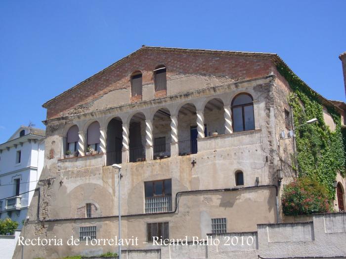 Rectoria de l'església de Santa Maria de Lavit