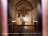 Església de Santa Maria de Vilaró–Olius - Fotografia de l'interior, aconseguida introduint l'objectiu de la màquina de fotografiar per entre mig de les barres de ferro d'una reixeta que hi ha a la porta d'entrada.