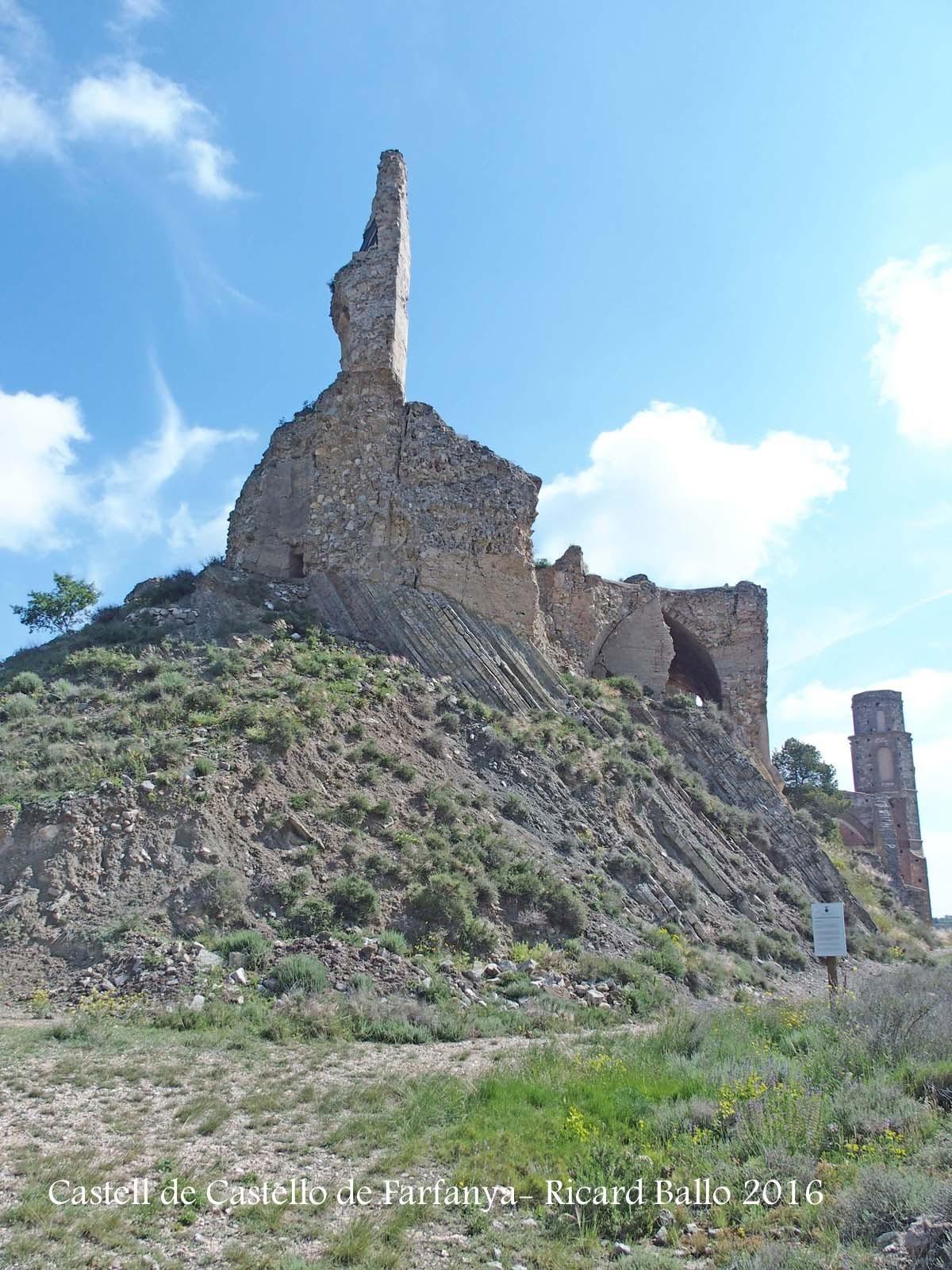 Restes del castell de Castelló de Farfanya
