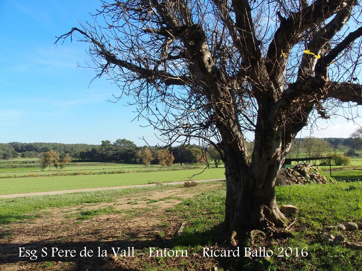 Vistes des de l\'Església parroquial de Sant Pere de la Vall – Verges - Entorn