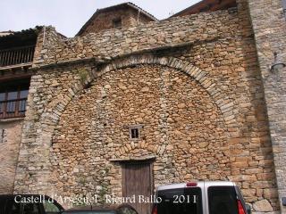 Arsèguel - Plaça de l'Ajuntament - Possibles restes del castell d'Arsèguel.