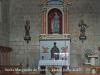 Fotografia de l'interior de l'església, aconseguida adossant l'objectiu de la màquina de retratar al vidre de la petita obertura que hi ha a la porta d'entrada