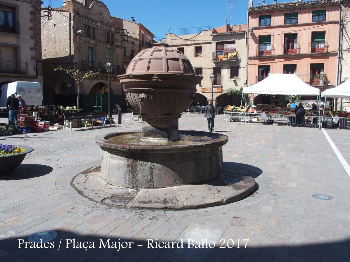 Prades - Plaça Major