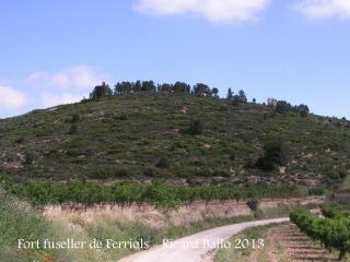Fort fuseller de Ferriols - Itinerari, camí des de Corbera d'Ebre. La Torre és visible dalt de tot, a la dreta.